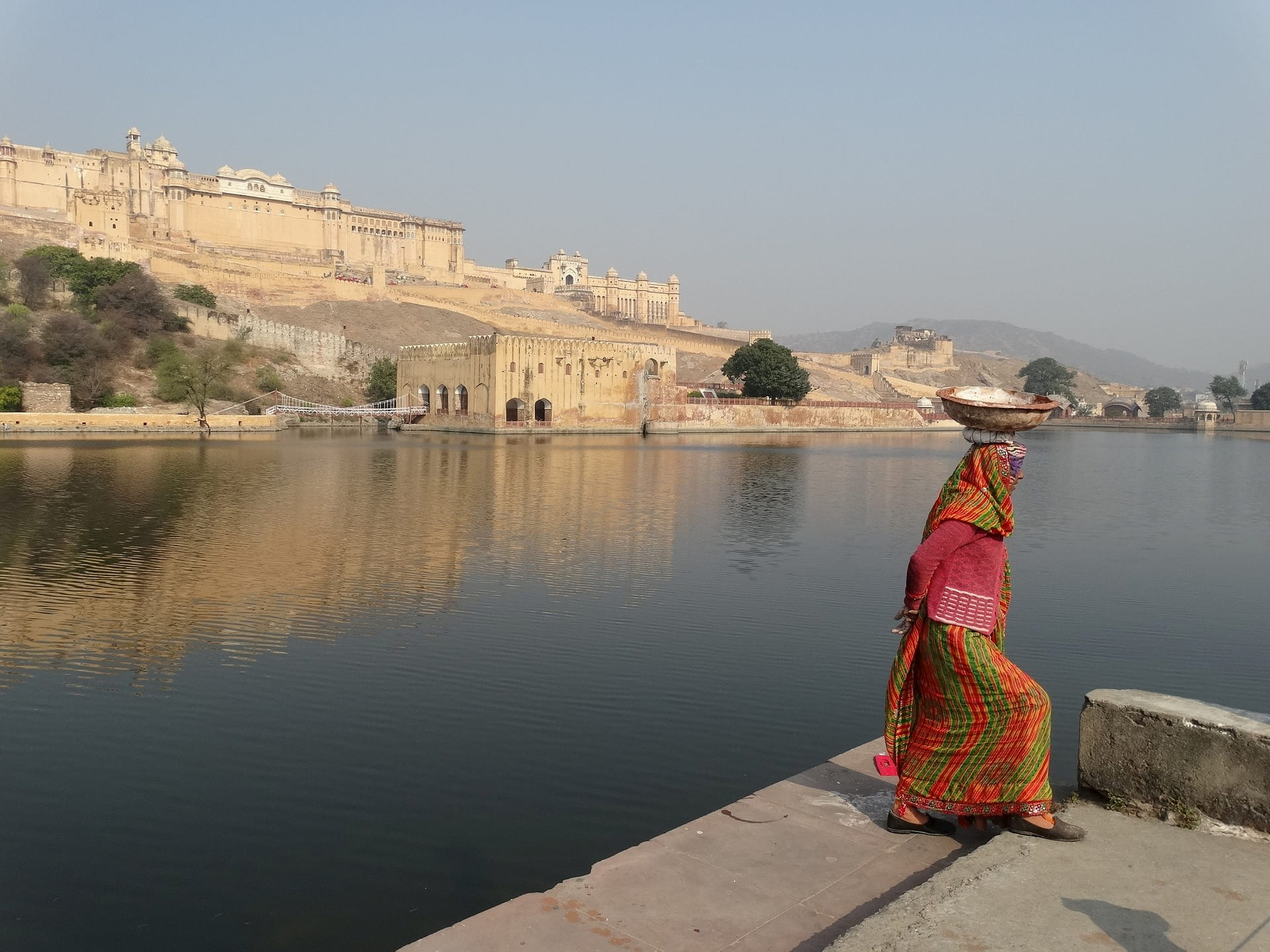 adventour - India - rajasthan - jaipur amber fort - donna tradizionale