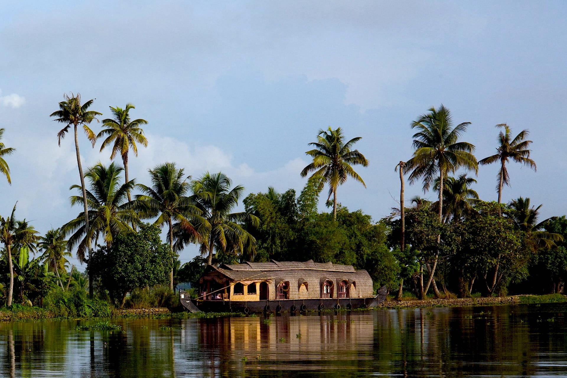 Adventour - India - Kerala backwaters houseboat