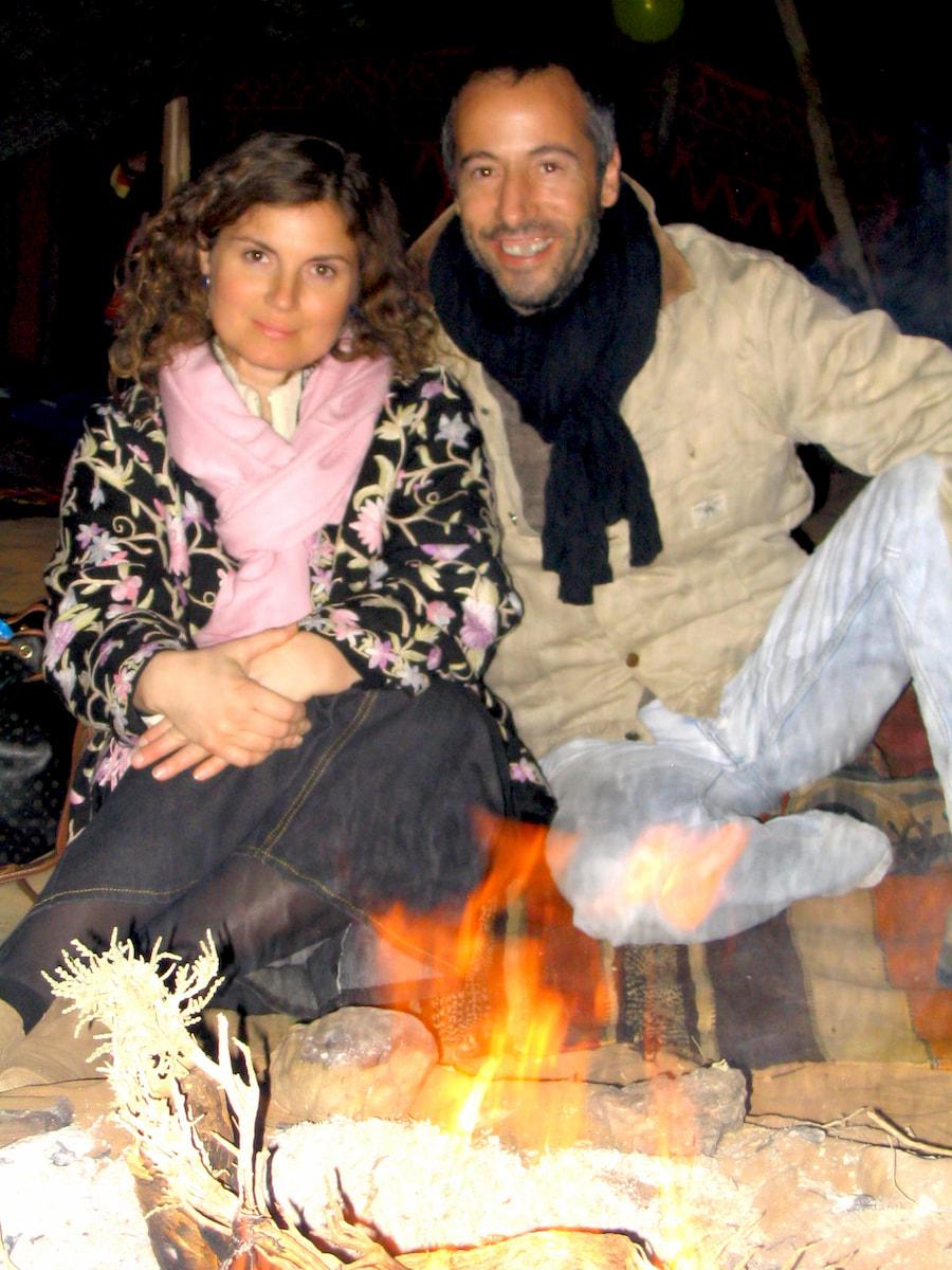 Emanuela Carla Marabini e Fabrizio Baron il 31 dicembre 2003. Immagine dall'archivio storico di Adventour. Adventour - Viaggi su misura verso Marocco, India, Sudafrica, Botswana, Costa Rica.
