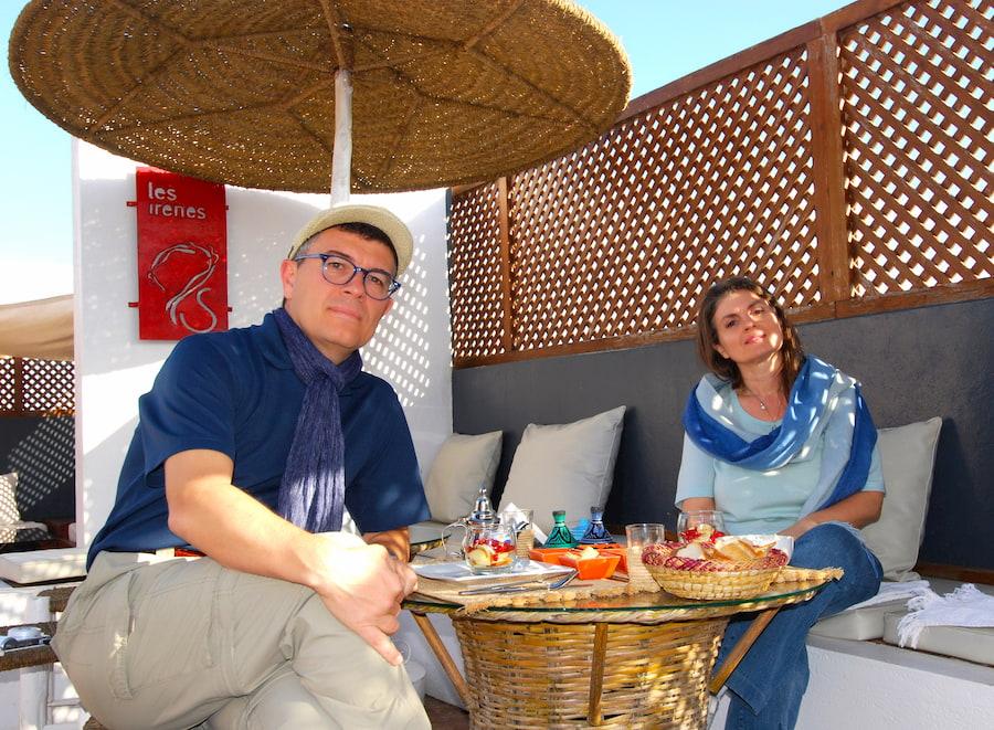 Emanuela e Paolo Marabini in Marocco a Essaouira Adventour - Viaggi su misura verso Marocco, India, Sudafrica, Botswana, Costa Rica.