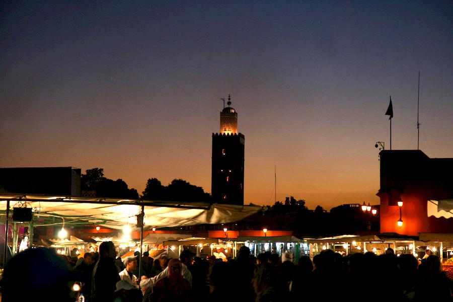 Marocco - Marrakech - Piazza Jemaa El Fna. Adventour - Viaggi su misura verso Marocco, India, Sudafrica, Botswana, Costa Rica.