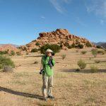 Paolo Marabini, giornalista appassionato fotografo, in viaggio in Marocco, a Tafraoute, con Emanuela Carla Marabini e Adventour. Adventour - Viaggi su misura verso Marocco, India, Sudafrica, Botswana, Costa Rica.