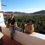 Paolo Marabini, giornalista appassionato fotografo, in viaggio in Marocco, a Tata, con Emanuela Carla Marabini e Adventour. Adventour - Viaggi su misura verso Marocco, India, Sudafrica, Botswana, Costa Rica.