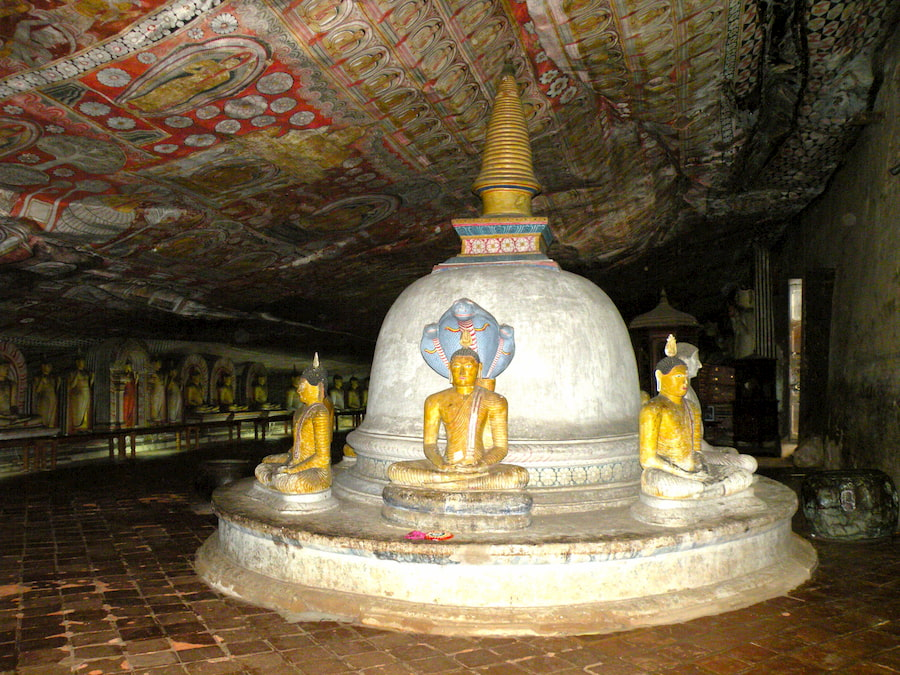 Adventour - Sri Lanka - Dambulla - Cave Temple
